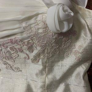 Thai handmade top silk bland new